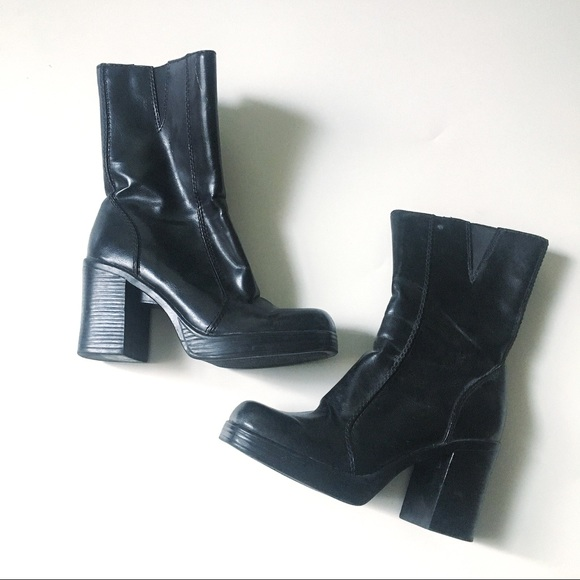 c4ca7ec15c7fc Vintage Black Chunky Heel Boots - Size 5.5